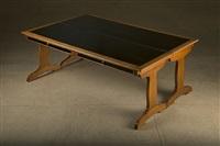 table basse à système en chêne reposant sur un piétement lyre, se dédoublant pour recevoir le plateau ouvert. by jean-michel frank