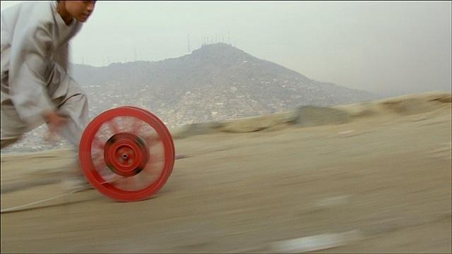 reel-unreel, kabul, afghanistan (still) by francis alÿs