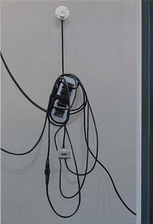 schwarzes kabel by martin borowski