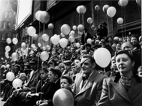 thanksgiving day parade, balloons, man with eye patch by jay maisel