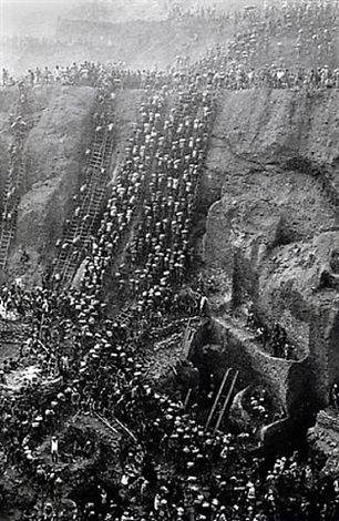 gold mine, figure eight, brazil by sebastião salgado