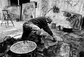 taller de miquel barceló en la avenida breteuil /le marais, paris (13 diciembre 1985) by jean-marie del moral