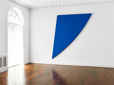 installation view: ellsworth kelly: singular forms 1966-2009 by ellsworth kelly