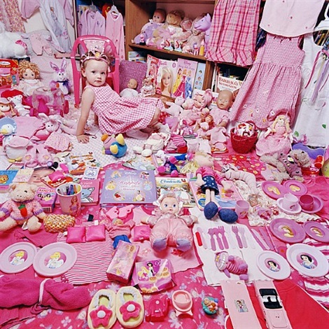 the pink project - emily and her pink things by yoon jeongmee