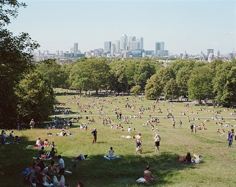 #4375 london greenwich park by massimo vitali