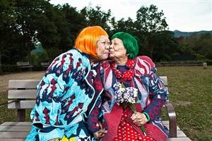 two grandma by dicky ma