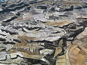 dryland farming #13, monegros county, spain by edward burtynsky