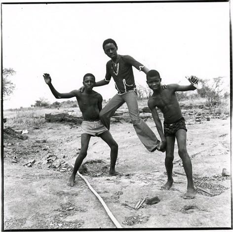 au bord du fleuve niger by malick sidibé
