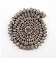 kleine steinspirale by mary bauermeister