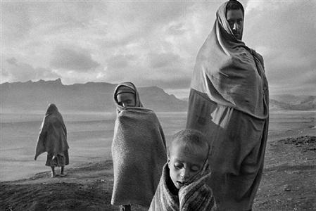 korem camp, ethiopia by sebastião salgado