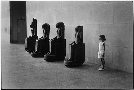 metropolitan museum, nyc, 1988 by elliott erwitt