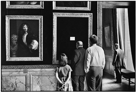 versailles, france, 1975 by elliott erwitt