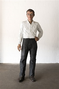 mann mit weißem hemd und schwarzer hose (man with white shirt and black trousers) by stephan balkenhol