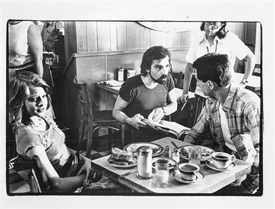martin scorsese, robert de niro, jodie foster filming of taxi driver, july 25, 1975 by fred w. mcdarrah