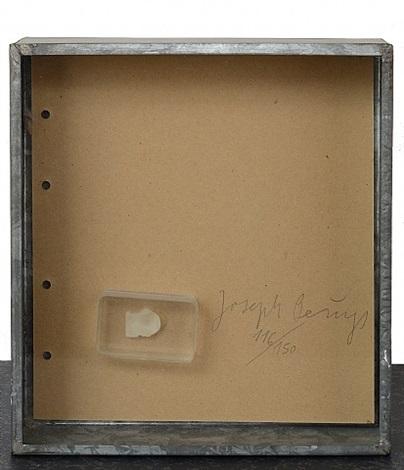 fingernagelabdruck aus gehärteter butter / fingerprint in hardened butter by joseph beuys
