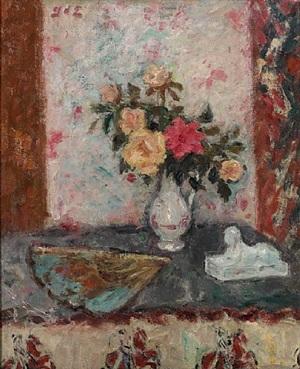 vase de roses, éventail et sphinx by georges d'espagnat