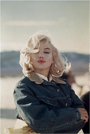 """usa. 1960. us actress marilyn monroe on the nevada desert during the filming of """"the misfits"""", directed by john huston. by eve arnold"""