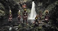 tumbu, hangu, peter, hapiya, kati, hengene & steven <br />huli wigmen, ambua falls, tari valley, papua new guinea by jimmy nelson