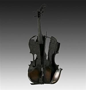 violon brûlé sans socle by arman