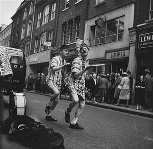 street entertainers, london by don mccullin