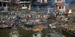manikarnika ghat, varanasi, india by edward burtynsky