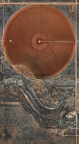 pivot irrigation #40, high plains, texas panhandle, usa by edward burtynsky