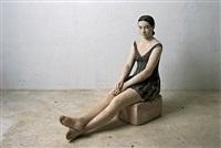 sitzende mit ausgestreckten beinen by robert metzkes