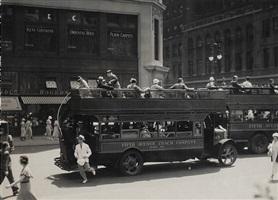 fifth avenue coach, new york by berenice abbott