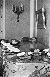 ditadura no brasil, noite dos generais, palácio larangeiras, rio 1965 (dictatorship in brazil, night of the generals laranjeiras palace, rio) by evandro teixeira