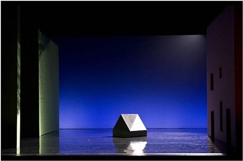 vue du décor réalisé par olivier mosset pour le spectacle sous apparence, opéra de paris by olivier mosset