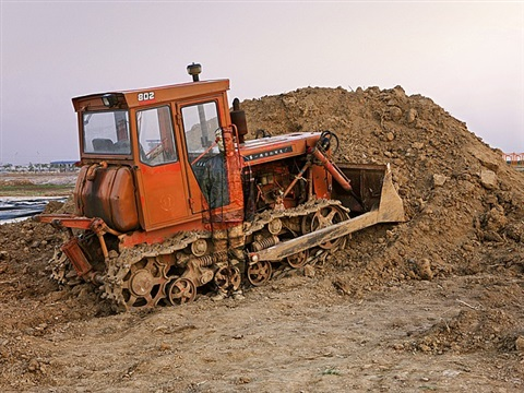 hiding in the city - push dozer by liu bolin