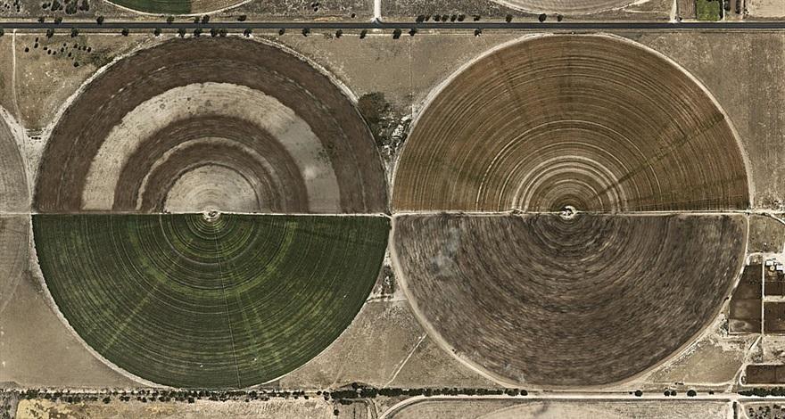 pivot irrigation #27, high plains, texas panhandle, usa by edward burtynsky