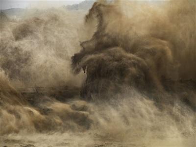 xiaolangdi dam #4, yellow river, henan province, china by edward burtynsky