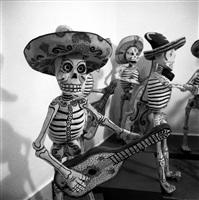 calaca en el museo dolores olmedo xochimilco, méxico by leo matiz