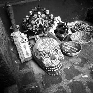 ofrenda en la casa azul coyacan, méxico by leo matiz