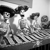 marimba de calacas en el museo dolores olmedo xochimilco, méxico by leo matiz