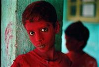 red boy, holi festival, mumbai (bombay), india by steve mccurry