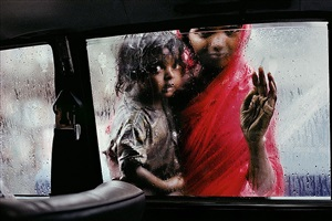 mother and child at car window, bombay, india by steve mccurry