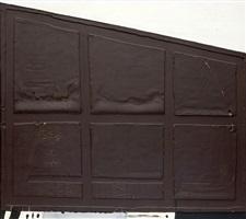 forma d'armari inclinada by antoni tàpies