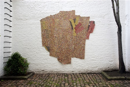 el anatsui stitch in time by el anatsui