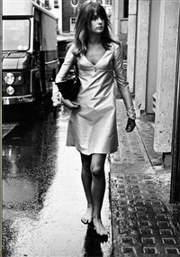 jean shrimpton barefoot, kings road, early 1960s by terry o'neill