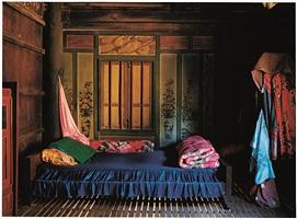 chambre d'une maison de chhlong, cambodge by françoise huguier