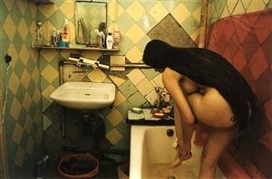 nu dans la baignoire, saint-pétersbourg, russie by françoise huguier