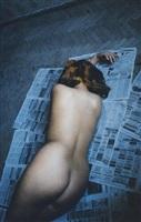 nu sur journaux, saint-pétersbourg, russie by françoise huguier