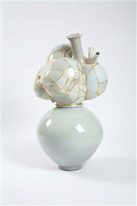 translated vase by yee sookyung