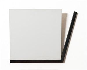 carré incliné a 15° avec un angle dont la moitié est parallèle à un de by françois morellet