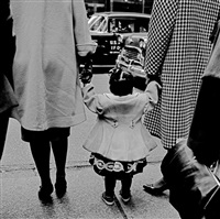 chicago (holding hands) by vivian maier