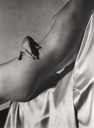 lisa hand on torso ii, 1940 by horst p. horst