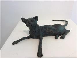 gonzo (liegende katze) by hans scheib