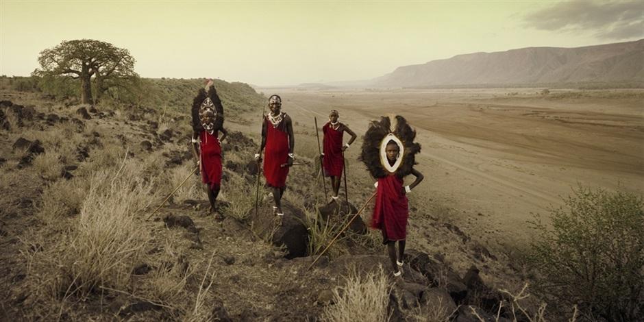 ladaru, lenaitu, lengaa & saitoti, tarangire, rift escarpment, tanzania by jimmy nelson